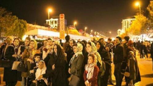 Bất chấp cảnh báo Covid-19, hơn 1,2 triệu người Iran đổ ra đường mừng năm mới