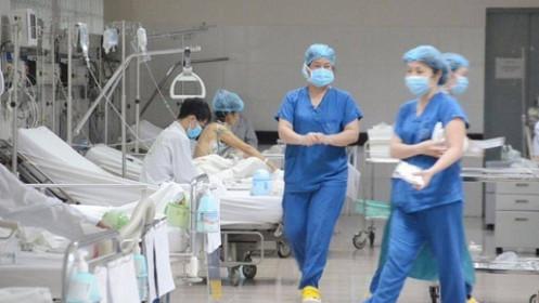Phi công người Anh nhiễm Covid-19 diễn tiến nặng: 2 bệnh viện phối hợp điều trị