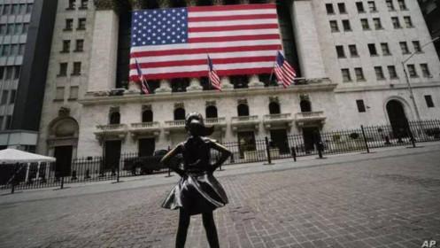 """Mở cửa lại nền kinh tế hay tiếp tục """"bế quan tỏa cảng"""": Canh bạc của nước Mỹ!"""