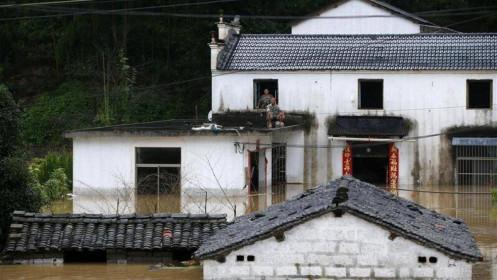 Mưa lũ nghiêm trọng, nhiều nơi ở Trung Quốc nâng mức báo động khẩn cấp
