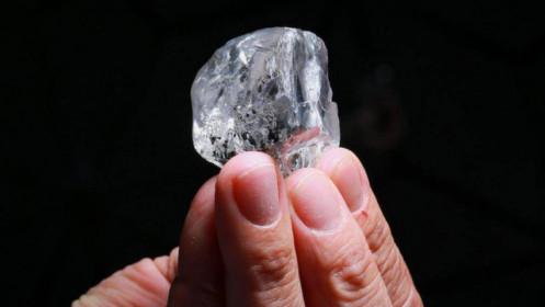 """Tìm thấy viên kim cương """"khủng"""" tuyệt đẹp, giá khoảng 345 tỷ đồng"""
