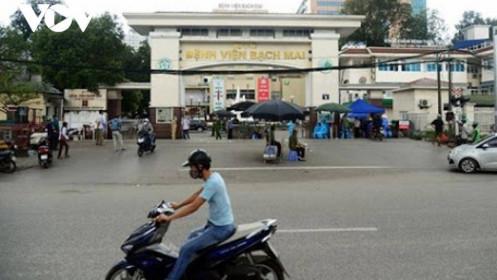 221 nhân viên y tế nghỉ việc, Bệnh viện Bạch Mai nói gì?