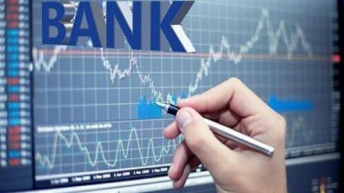 """Cổ phiếu ngân hàng """"đắt xắt ra miếng"""" ?"""