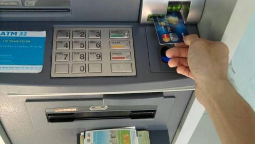 Một giao dịch thẻ ATM mất bao nhiêu phí?