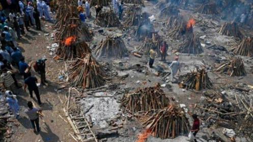 """""""Cơn đại hồng thuỷ chết chóc"""" của COVID-19 bủa vây Ấn Độ"""