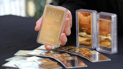 Giá vàng châu Á dao động gần mức cao nhất trong hơn bốn tháng qua