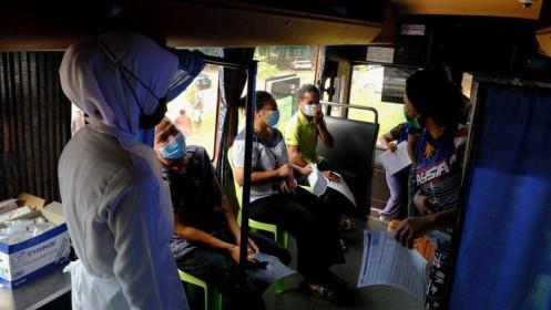 Nhân viên y tế Malaysia bị cáo buộc sử dụng ống vaccine rỗng tiêm cho người dân