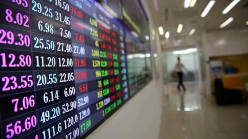 """Cổ phiếu ngân hàng, chứng khoán, bất động sản còn """"dẫn sóng"""" ?"""