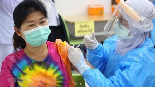 Ca Covid-19 cộng đồng tăng 3 con số, Trung Quốc nghiên cứu mũi vaccine tăng cường