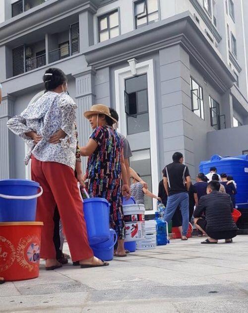 Đường ống nước sông Đà lại trục trặc, cư dân Hateco Xuân Phương 'khát' nước