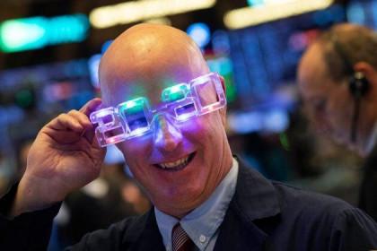 Vọt hơn 28%/năm, S&P 500 chứng kiến năm tăng mạnh nhất trong 6 năm