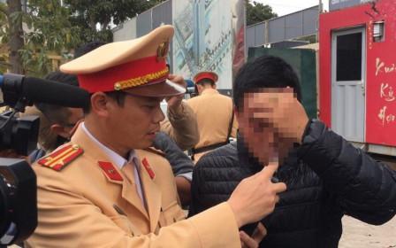 """Hà Nội: 5 ngày, 84 tài xế có hơi men bị """"tuýt còi"""""""