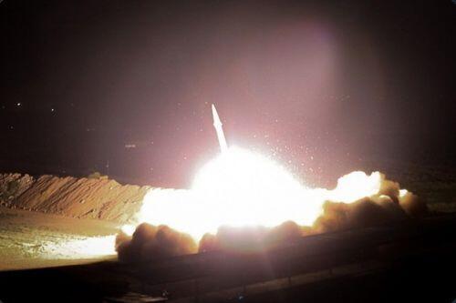 Iran nã 13 tên lửa vào các căn cứ quân sự của Mỹ ở Iraq