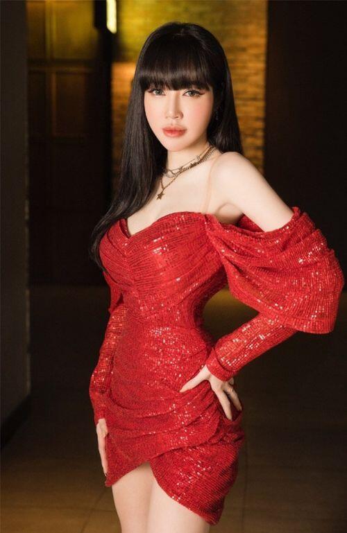 """Elly Trần: """"Chuyện tôi làm hot girl là bắt buộc để kiếm tiền"""""""