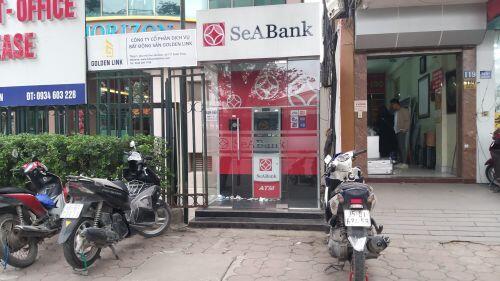 """ATM cận tết """"vắng như chùa bà Đanh"""" ở nội thành, khu công nghiệp vẫn nóng"""