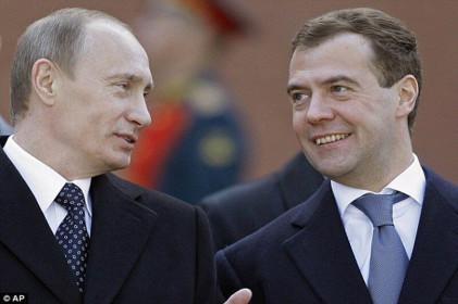 Ngưỡng mộ tình chiến hữu của Tổng thống Nga Putin và cựu Thủ tướng Medvedev