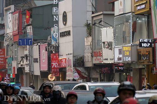 """Chen chúc mua sắm Tết trên """"con đường thời trang"""" lớn nhất Hà Nội"""