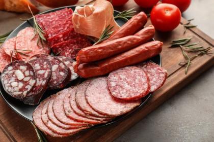 Xúc xích, thịt xông khói được ưa chuộng trong mùa Tết: Tiện dụng nhưng đừng lạm dụng