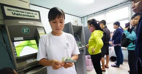 Nhiều chủ thẻ Vietcombank bất ngờ khi có giao dịch lạ