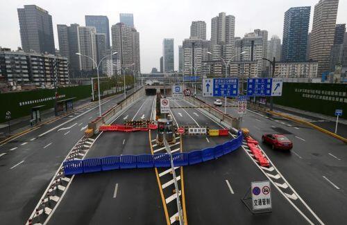 """Cảnh đường phố Trung Quốc vắng tanh giữa """"bão"""" viêm phổi cấp do virus corona"""