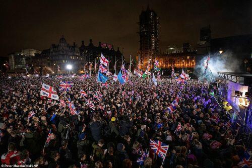 Chính thức rời EU, người Anh mở hội ăn mừng thâu đêm