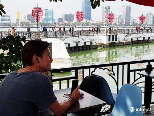 Đà Nẵng: Du khách Tây thảnh thơi giữa ồn ào dịch Corona!