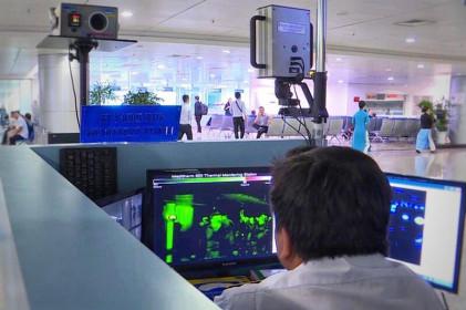 """""""Soi"""" máy đo thân nhiệt cả tỷ đồng lắp đặt ở khắp các sân bay Việt Nam"""