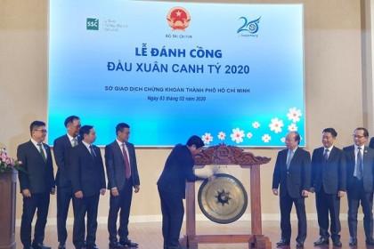 Thứ trưởng Huỳnh Quang Hải đánh cồng khai xuân tại HoSE