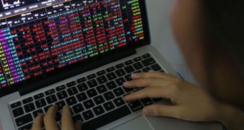 Chứng khoán bị bán tháo, VN-Index xuống thấp nhất 3 năm