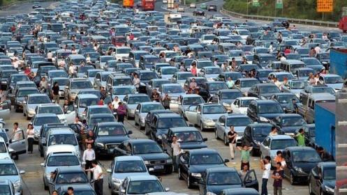 Dân Trung Quốc từng đổ xô mua ô tô tránh SARS, nhưng nCoV thì ngược lại