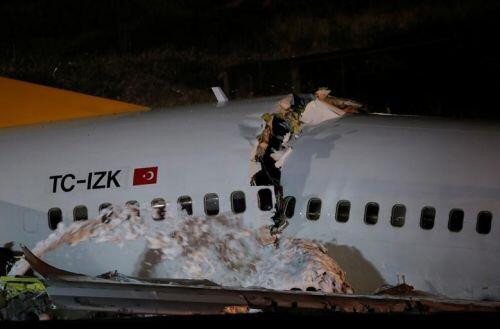 Hiện trường máy bay TNK vỡ nát thành ba phần khi hạ cánh, hàng trăm người thương vong