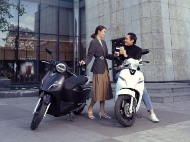 VinFast bổ sung sạc pin cho xe máy điện, người dùng dùng có thể tự sạc hoặc đổi