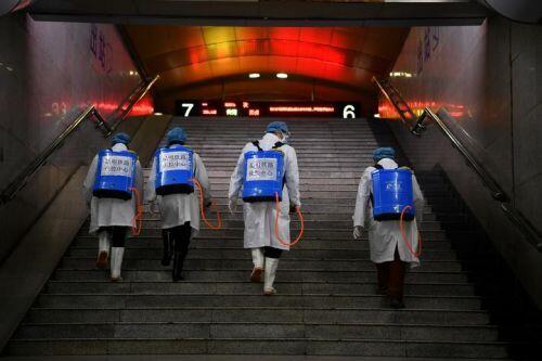 Xúc động hình ảnh y bác sĩ Trung Quốc trong cuộc chiến chống virus corona