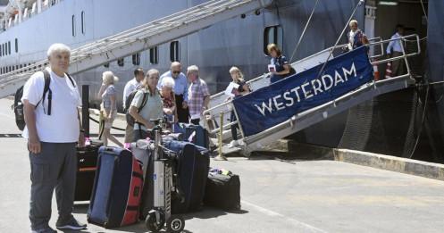 Campuchia hoài nghi kết quả xét nghiệm của Malaysia với khách du thuyền