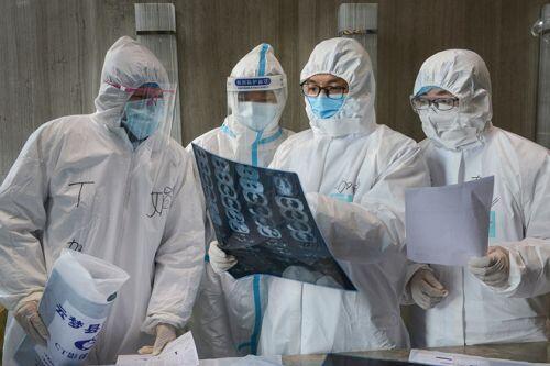 Thêm 4 tỉnh Trung Quốc hạ mức cảnh báo dịch COVID-19