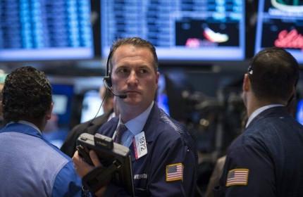 Lo Covid-19 ảnh hưởng nghiêm trọng đến tăng trưởng lợi nhuận, Dow Jones 'bốc hơi' kỷ lục