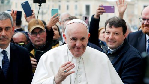Giáo hoàng Francis làm việc trở lại sau khi nghỉ ốm