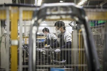 Hoạt động của ngành sản xuất và dịch vụ của Trung Quốc sụt giảm kỷ lục
