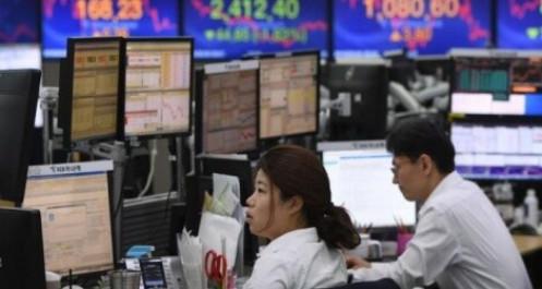 Chứng khoán châu Á gợn sóng trước quyết định hạ lãi suất từ Fed
