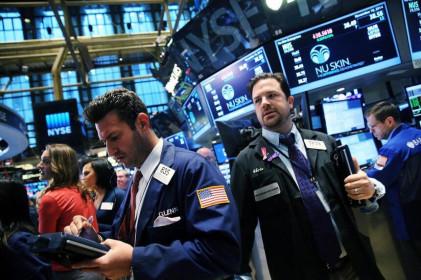 Fed giảm lãi suất, giới đầu tư lo lắng
