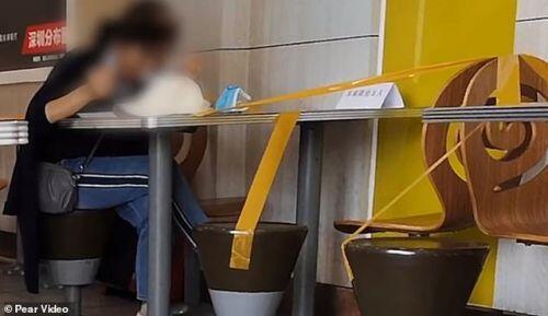Ngăn ngừa Corona, nhà hàng Trung Quốc cấm thực khách ngồi cạnh nhau khi ăn