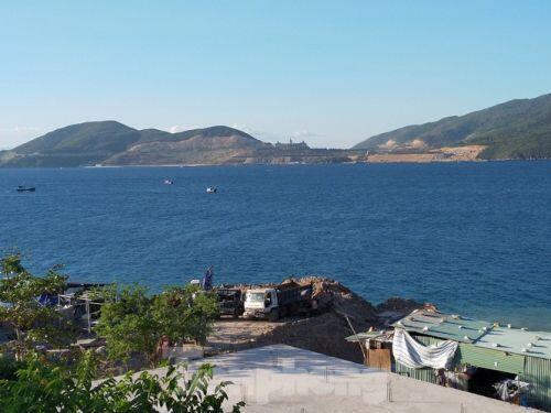 Cận cảnh nhà hàng xây 'chui' cả nghìn m2 trên đảo Hòn Tằm