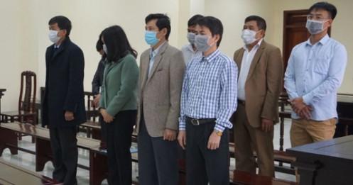5 cựu cán bộ Thanh tra tỉnh Thanh Hóa đeo khẩu trang hầu tòa về tội 'Nhận hối lộ'