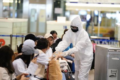 Tiếp viên nhiễm Covid-19: Nhân viên sân bay không được tiếp xúc với hành khách