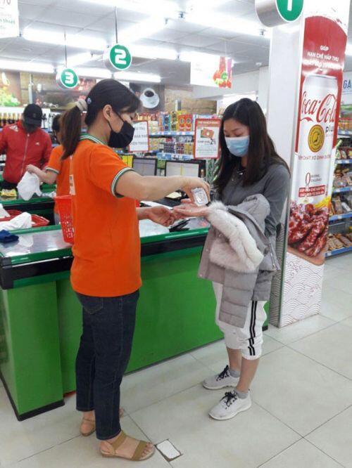 Hệ thống bán lẻ của Tập đoàn BRG hỗ trợ khách hàng mua sắm đảm bảo hàng hóa phòng, chống dịch Covid-19