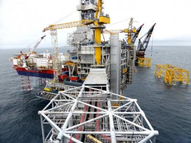 Giá dầu thế giới lao dốc 10%, rớt khỏi mốc 30 USD/thùng