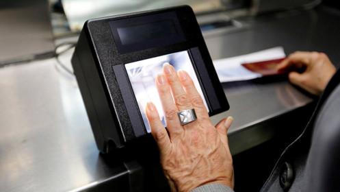 Mỹ tạm ngưng vô thời hạn việc cấp thị thực vì COVID-19
