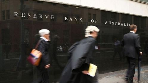 Úc nới lỏng định lượng, cắt giảm lãi suất xuống mức thấp kỷ lục