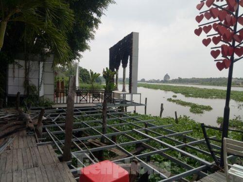 Phim trường, nhà hàng trái phép mọc như 'nấm' bên sông