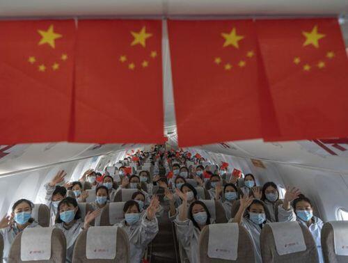 [Ảnh] Hoàn thành sứ mệnh lịch sử, đội ngũ bác sĩ chi viện bùi ngùi rời Vũ Hán